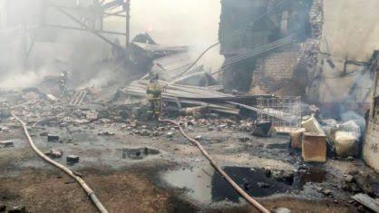 Incêndio em fábrica de explosivos deixa 15 mortos