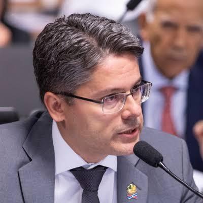 Alessandro Vieira pede que STF analise fala de Bolsonaro