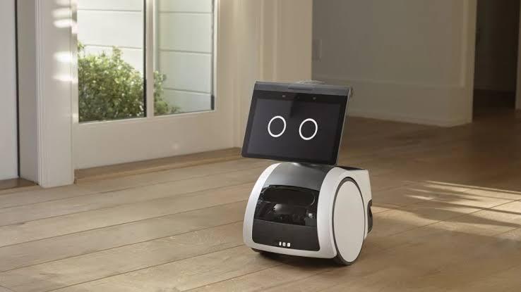 Geração dos Jestsons chegou: Robôs ajudam nas tarefas do lar