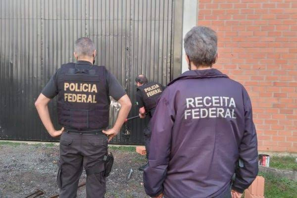 Polícia Federal prende família que deu golpe na Caixa para comprar carro de luxo
