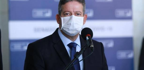 """Lira fala que Bolsonaro deve """"pagar"""" se falar sem """"base científica"""""""