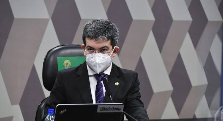 """Randolfe ataca Bolsonaro: """"Delinquente"""""""