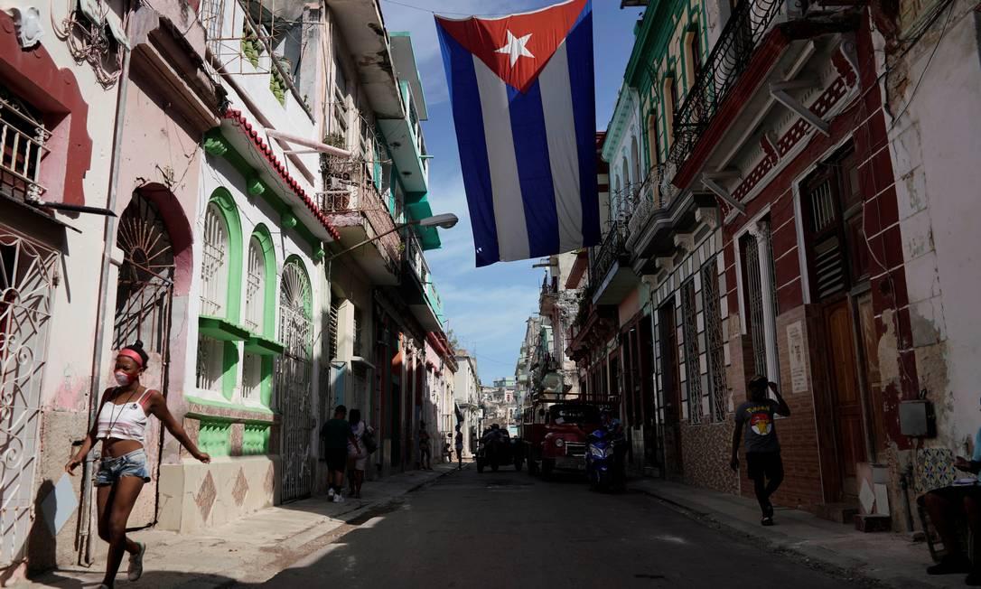 Após onda de protestos inéditos em Cuba, governo proíbe manifestação
