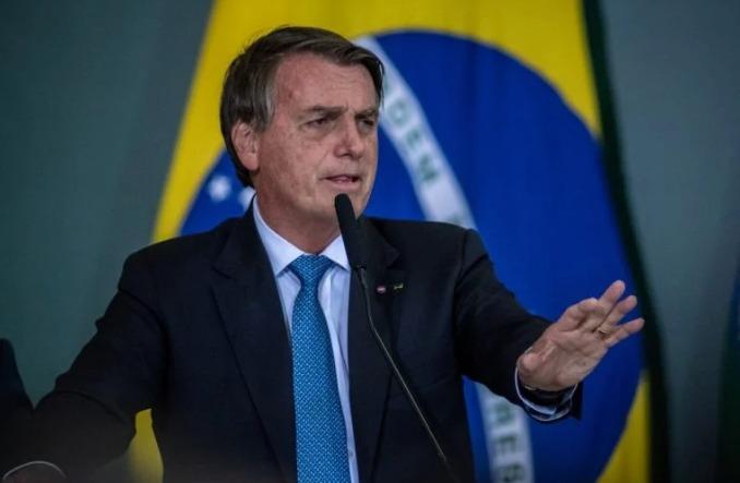 Bolsonaro rebate arcebispo: 'Só bandidos tinham arma'