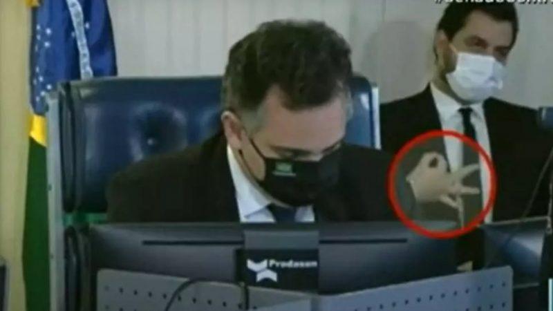 Filipe Martins é absolvido pela Justiça do DF após acusação de gesto racista