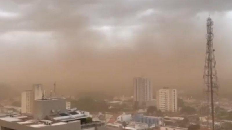 Tempestade de poeira e chuvas atingem Centro-Oeste e assustam moradores