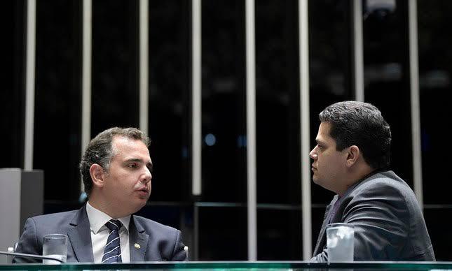 Pacheco diz a Alcolumbre que tá difícil segurar a decisão de não pautar a sabatina